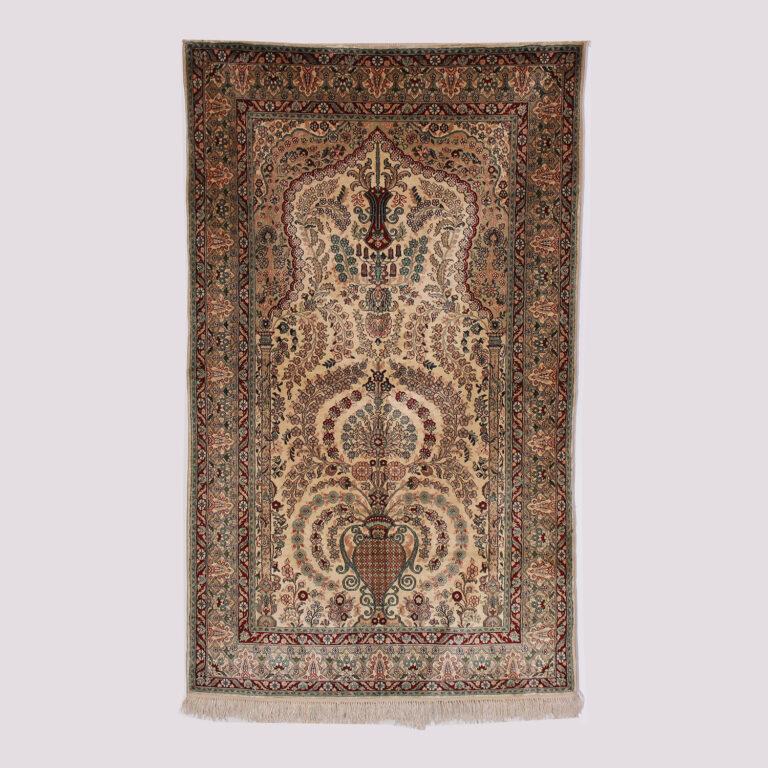 Tapis oriental en soie naturelle fait main